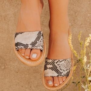 Freebird  Sandals NIB size 9